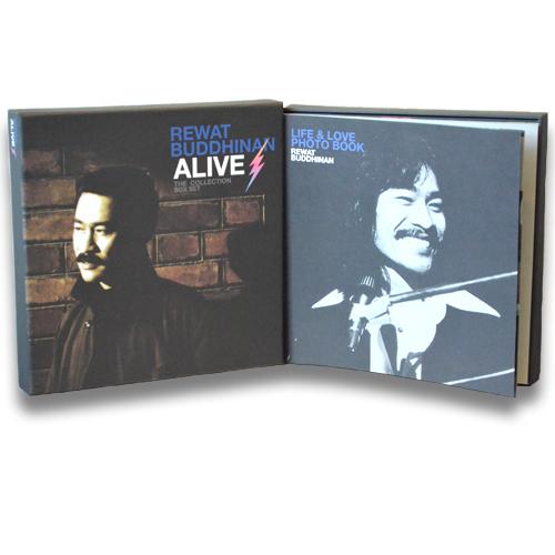 "DVD Boxset REWAT BUDDHINAN ALIVE THE COLLECTION <br />อัลบั้มพิเศษ งานเพลงสุดคลาสสิค ของ ""เต๋อ เรวัต พุทธินันทน์"""
